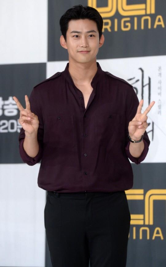 2PM玉泽演放弃美国永驻权现役入伍